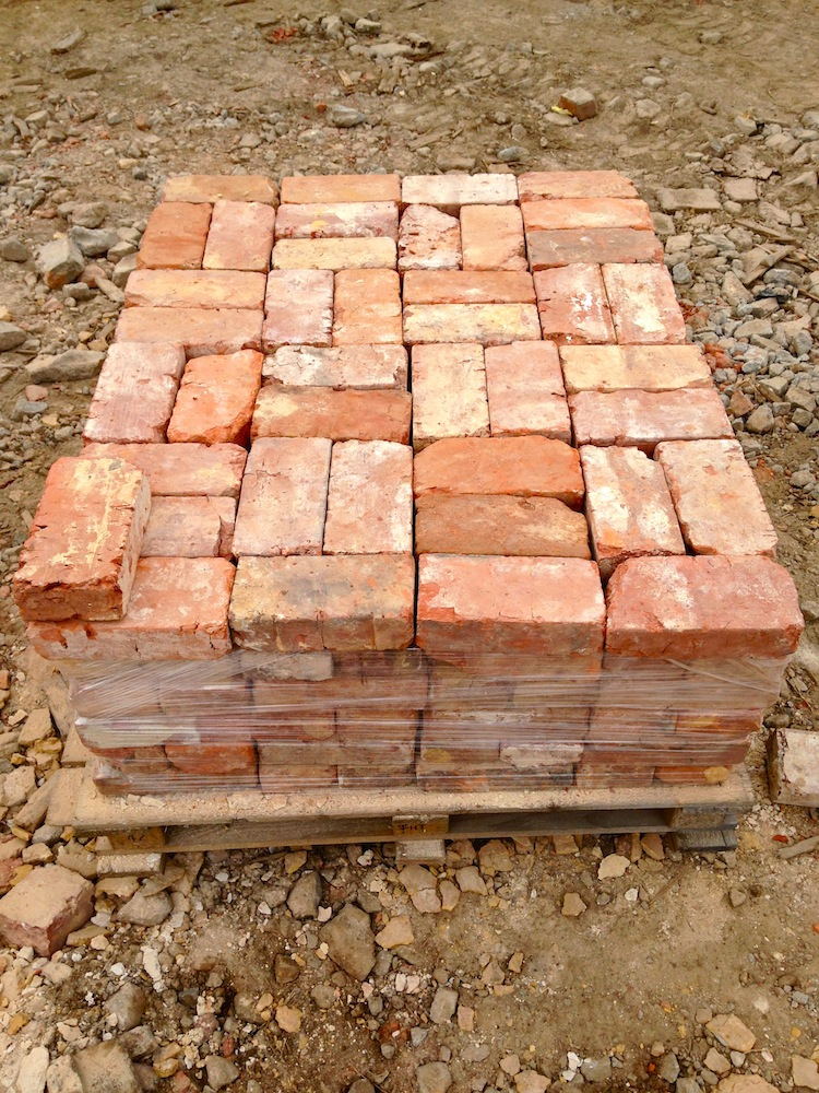 how many bricks in a pallet 2