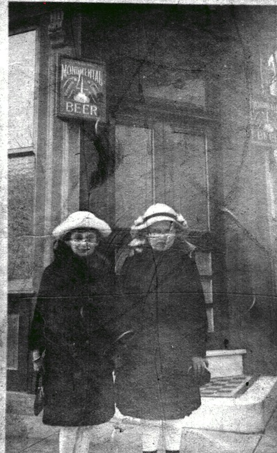 '18 Mildred Raborg & Florence Novak at door of Novak Saloon